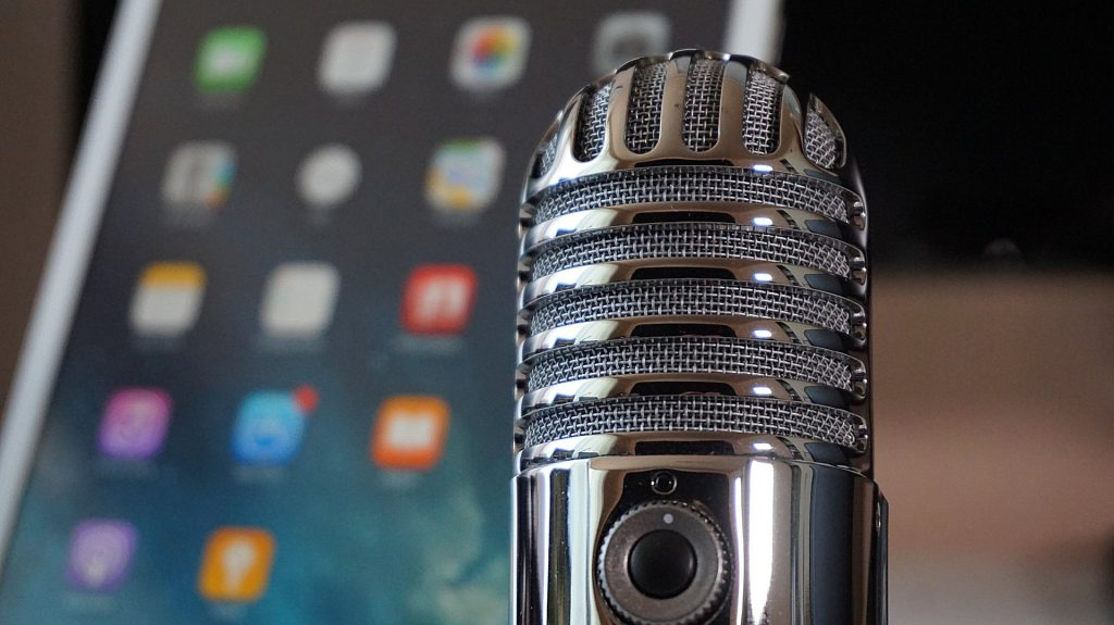 Radio mic in front of ipad for podcast article